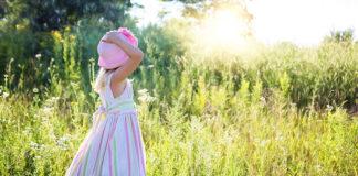 Sukienki dla dziewczynek na wesele. Jak ubrać dziewczynkę na ważną uroczystość?