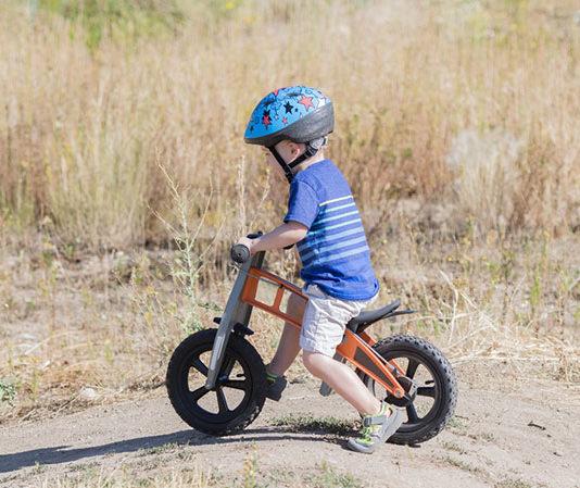 Najważniejsze cechy dobrego rowerka dziecięcego – wybór pierwszego rowerka z pedałami