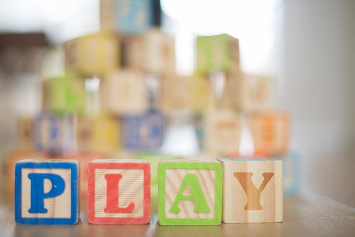 Zabawki, które bawią oraz uczą – wybór edukacyjnych zabawek dla dzieci